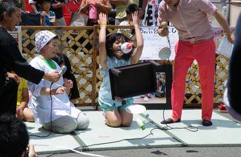 ちゃぶ台返し世界大会2014優勝者高橋智 ちゃぶ台返しでサンブリッヂ店長が優勝しました!!!