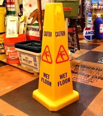 床滑り注意コーン ウェットフロアコーン<div><br></div>アメリカ雑貨屋 サンブリッヂ 注意コーン通販