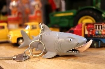 スクイズシャーク シャークキーホルダー サメ アメリカ雑貨屋 サンブリッヂ SUNBRIDGE サンブリッヂ