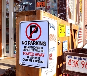 駐車禁止看板 ノーパーキング看板 プラスチックサインボード アメリカ雑貨屋 サンブリッヂ SUNBRIDGE 岩手雑貨屋 アメリカ雑貨通販
