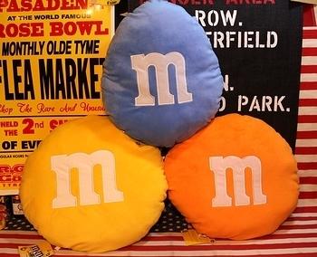 m&m'sラウンドクッション エムアンドエムズ アメリカ雑貨屋 サンブリッヂ SUNBRIDGE 岩手雑貨屋