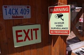 アメリカセキュリティ看板 出口看板 光るEXITサイン 防犯抑止看板 防犯カメラサイン アメリカ雑貨屋 サンブリッヂ 岩手雑貨屋
