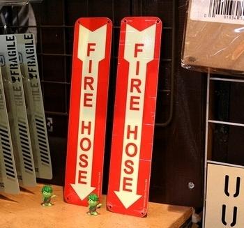 アメリカセキュリティサイン 消火栓看板 ファイヤーホース看板 アメリカ雑貨屋 サンブリッヂ 岩手雑貨 SUNBRIDGE