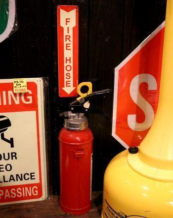 消火器看板 消火器ステッカー 消火器案内看板 アメリカ雑貨屋 サンブリッヂ サンブリッジ 岩手雑貨屋 アメリカ雑貨通販 矢巾町